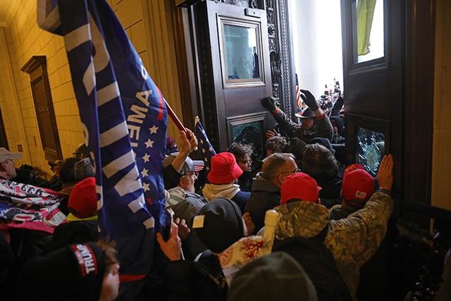 Tòa nhà quốc hội Mỹ tê liệt vì người biểu tình ủng hộ ông Trump - 4