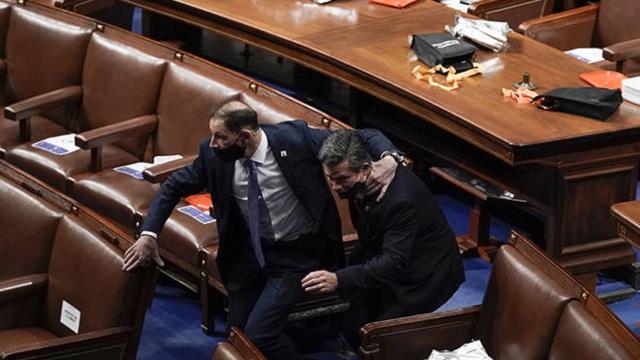 Nút khẩn cấp ở quốc hội Mỹ bị phá hỏng trước vụ bạo loạn - 1