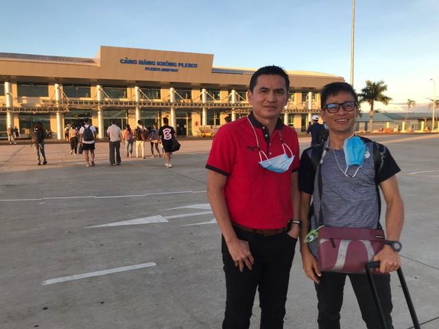 Báo Thái Lan: Cổ động viên Việt Nam dành tình yêu lớn cho Kiatisuk - 7