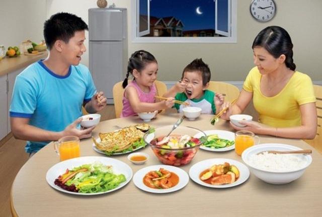 Những nguyên tắc vàng dạy trẻ bên bàn ăn - 2