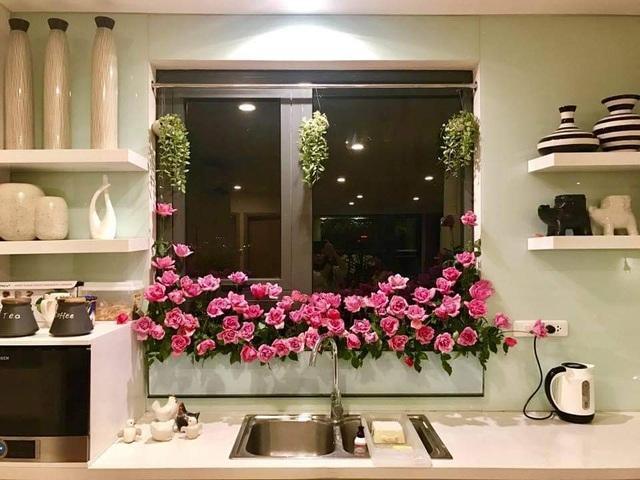 Vườn hoa khổng lồ trên sân thượng của người phụ nữ Hà Nội - 13