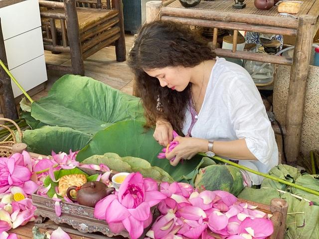 Vườn hoa khổng lồ trên sân thượng của người phụ nữ Hà Nội - 2
