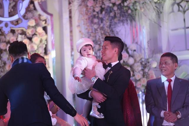 Đám cưới Tiến Dũng và Khánh Linh: Gần 2000 khách, bất ngờ quà cảm ơn - 2