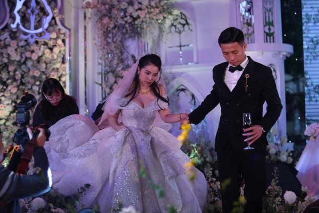 Đám cưới Tiến Dũng và Khánh Linh: Gần 2000 khách, bất ngờ quà cảm ơn - 10