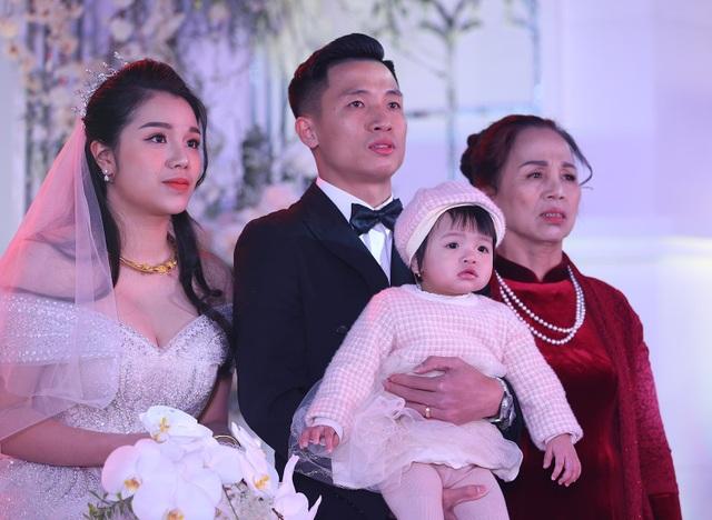Đám cưới Tiến Dũng và Khánh Linh: Gần 2000 khách, bất ngờ quà cảm ơn - 1