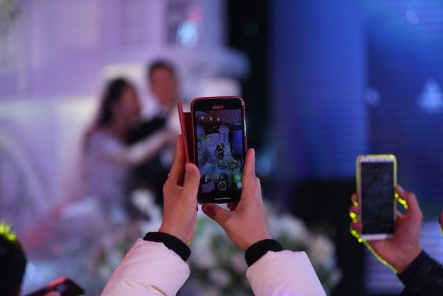 Đám cưới Tiến Dũng và Khánh Linh: Gần 2000 khách, bất ngờ quà cảm ơn - 6