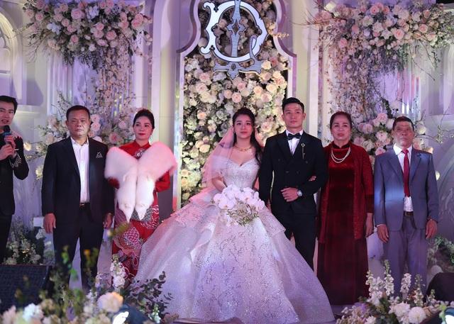 Đám cưới Tiến Dũng và Khánh Linh: Gần 2000 khách, bất ngờ quà cảm ơn - 9