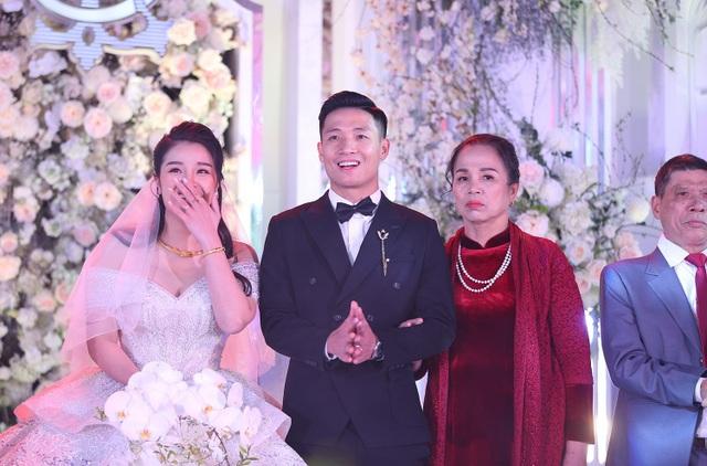 Đám cưới Tiến Dũng và Khánh Linh: Gần 2000 khách, bất ngờ quà cảm ơn - 8