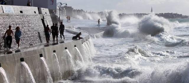 Nơi suốt 6 tháng bị sóng triều cường cao 13 m hất thẳng lên nóc nhà 3 tầng - 3
