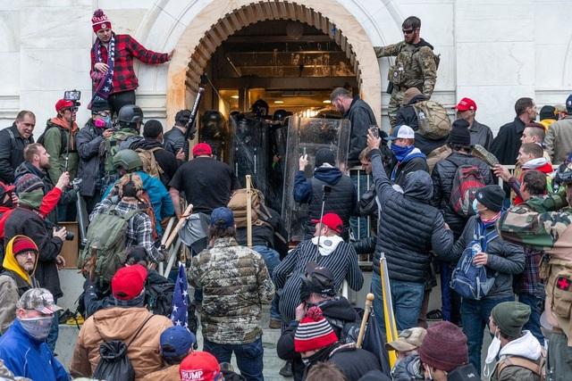 Diễn biến 4 giờ trụ sở quốc hội Mỹ tê liệt trong vụ bạo loạn lịch sử - 5