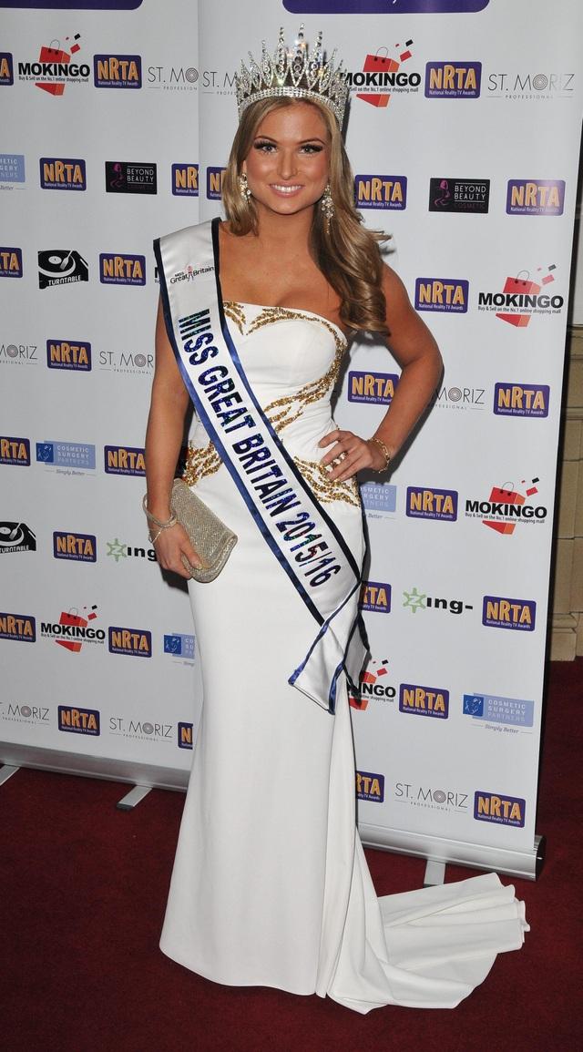 Cựu hoa hậu Anh bị phạt khủng vì trốn cách ly - 1