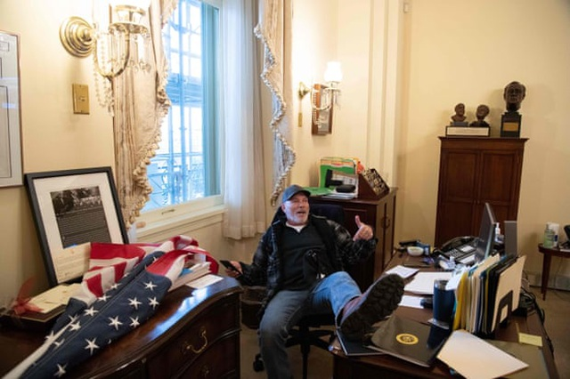 Diễn biến 4 giờ trụ sở quốc hội Mỹ tê liệt trong vụ bạo loạn lịch sử - 9