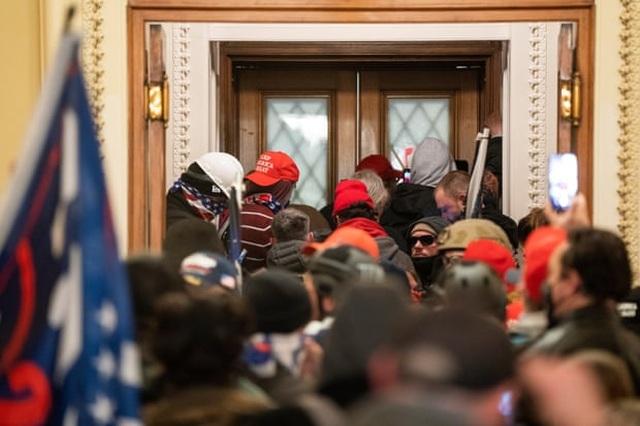 Diễn biến 4 giờ trụ sở quốc hội Mỹ tê liệt trong vụ bạo loạn lịch sử - 8