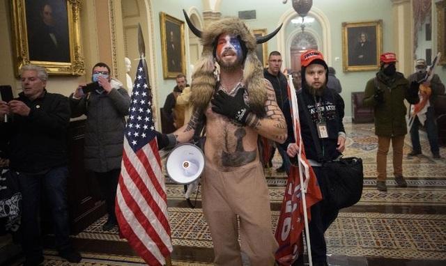 Nhiều người mất việc vì tham gia biểu tình bạo loạn ở trụ sở quốc hội Mỹ - 1