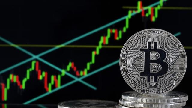 Giá bitcoin điên cuồng vượt mốc 40.000 USD, xô đổ mọi kỷ lục - 1