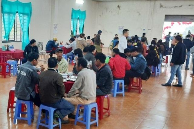 Người lao động nghèo, sinh viên xa nhà ấm lòng với Quán cơm 5000 - 12