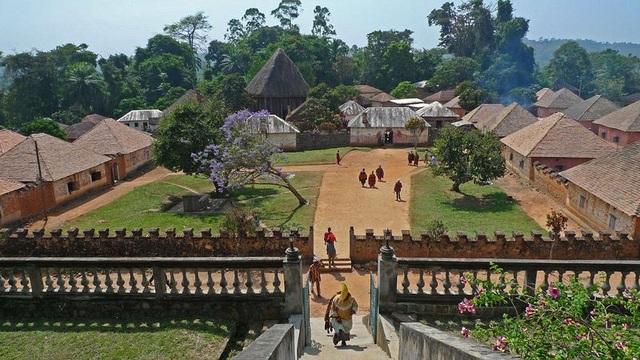 Cung điện độc đáo toàn nhà cấp 4 của ông vua có 100 vợ và 500 con - 1