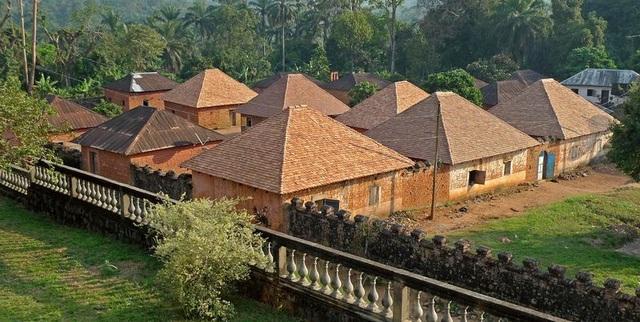 Cung điện độc đáo toàn nhà cấp 4 của ông vua có 100 vợ và 500 con - 2