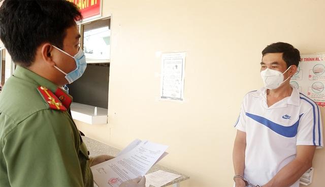 Bắt tạm giam 3 đối tượng tổ chức cho bệnh nhân 1440 nhập cảnh trái phép - 1