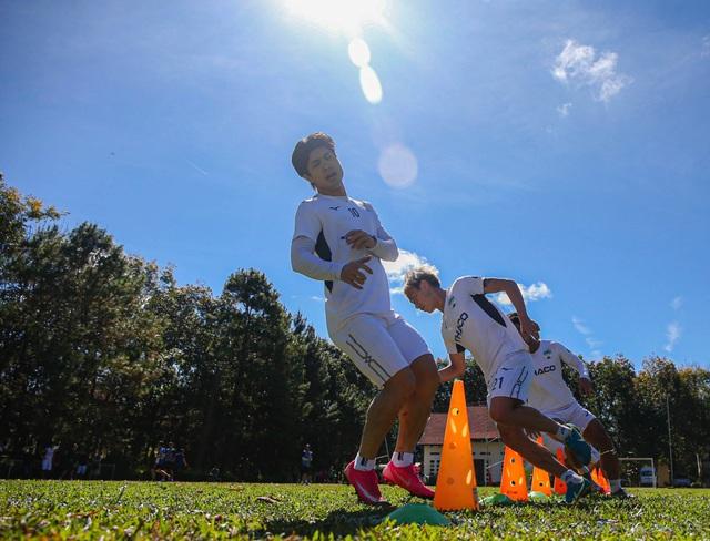 Kiatisuk hướng dẫn cầu thủ HA Gia Lai tập những buổi đầu tiên tại Pleiku - 3