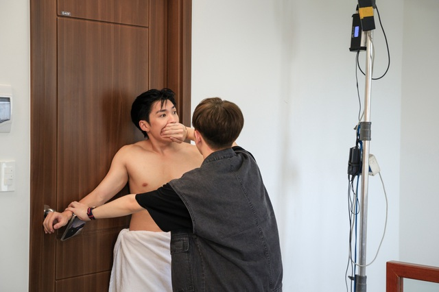 Hai nam diễn viên Cody và Đỗ Hoàng Dương gây chú ý khi đóng cảnh thân mật - 1