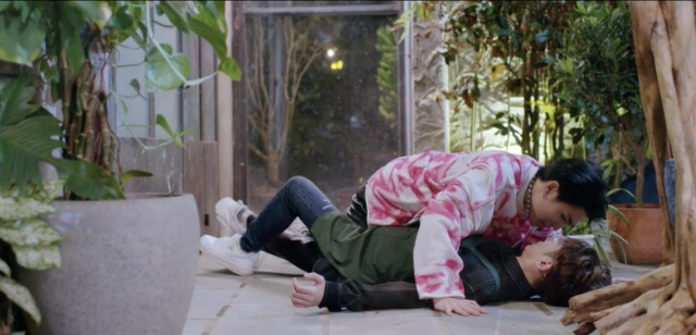 Hai nam diễn viên Cody và Đỗ Hoàng Dương gây chú ý khi đóng cảnh thân mật - 3
