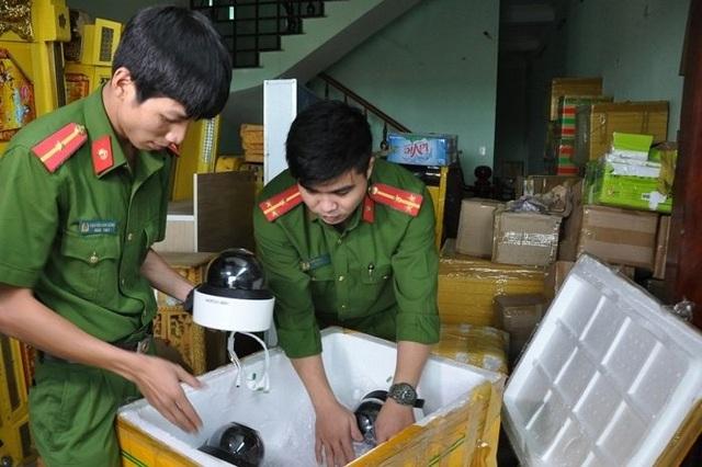 Thu giữ lô hàng lậu thiết bị điện tử phục vụ sòng bạc - 1