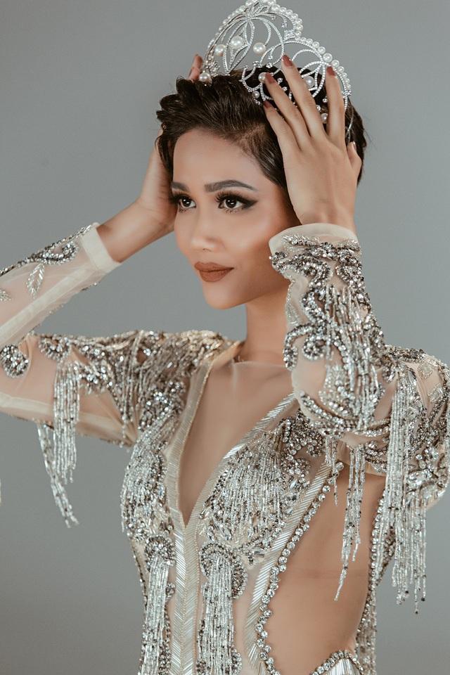 Điểm danh Top 5 Hoa hậu nổi bật nhất năm 2020 - 2