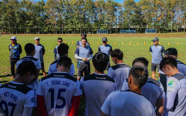 Kiatisuk hướng dẫn cầu thủ HA Gia Lai tập những buổi đầu tiên tại Pleiku - 2