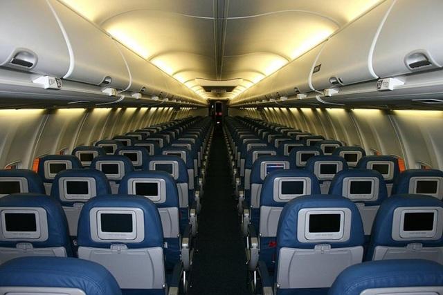 Bao cả chuyến bay để đi du lịch một mình - 1