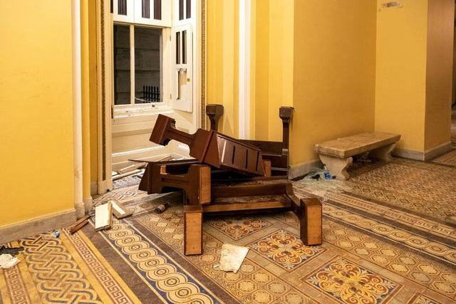Rác, mảnh mỡ vương vãi khắp tòa nhà quốc hội Mỹ sau bạo loạn - 16