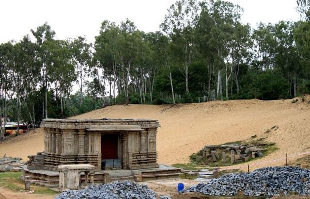 Những bí ẩn chưa lời giải đáp về thị trấn cổ bị chôn vùi dưới cát - 1