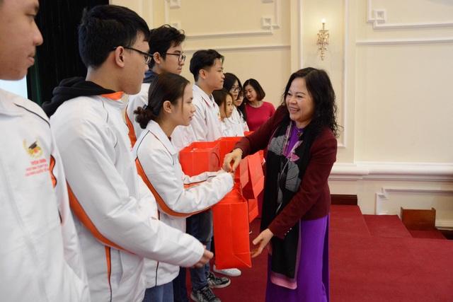 Trao thưởng cho học sinh đoạt giải Olympic quốc tế năm 2020 - 1