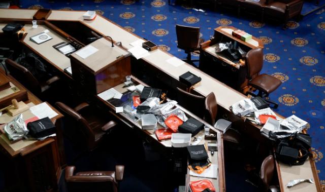 Diễn biến 4 giờ trụ sở quốc hội Mỹ tê liệt trong vụ bạo loạn lịch sử - 12