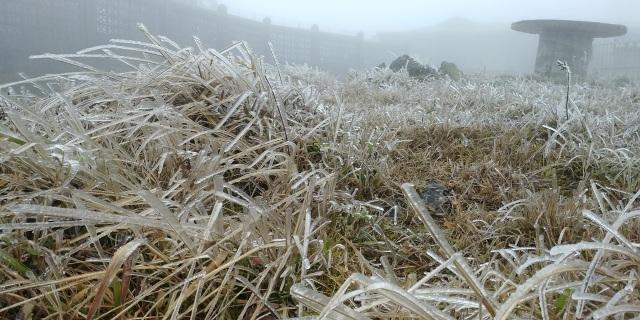 Cận cảnh băng giá ở Cao Bằng, Lạng Sơn trong giá lạnh dưới 0 độ C  - 1