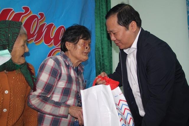 Bình Định: Mang Xuân yêu thương đến người nghèo huyện miền núi - 1
