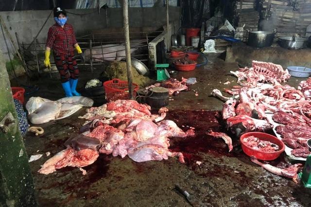 Kinh hãi cảnh bò bị bơm nước, giết thịt trên nền nhà dơ bẩn - 2