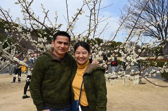Tâm thư vô cùng ngọt ngào của vợ HLV Kiatisuk gửi chồng - 1