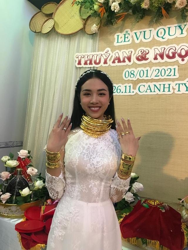 Mỹ nhân Việt đeo vàng trĩu cổ trong lễ Vu quy - 2