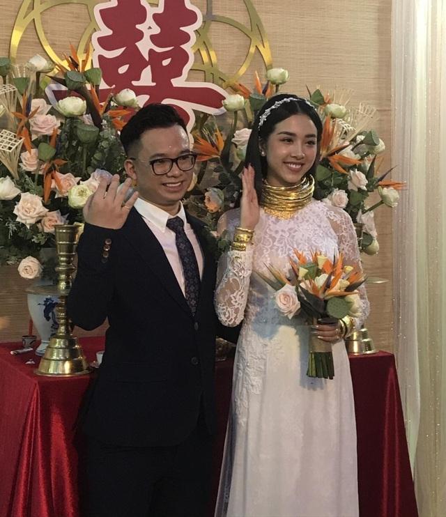 Mỹ nhân Việt đeo vàng trĩu cổ trong lễ Vu quy - 3