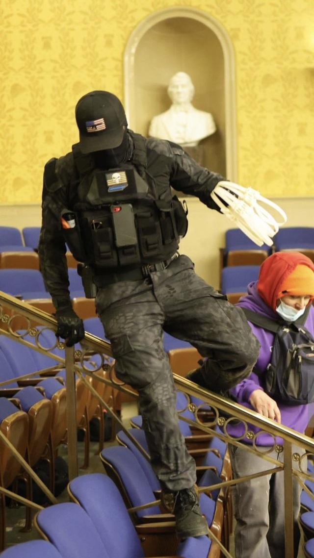 Nghi vấn người biểu tình âm mưu bắt cóc nghị sĩ Mỹ trong vụ bạo loạn - 3