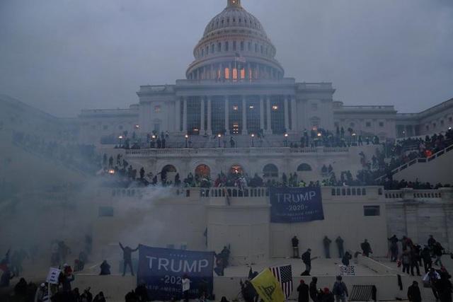 Phát hiện xe chở đầy bom và súng gần quốc hội Mỹ ngày xảy ra bạo loạn - 1