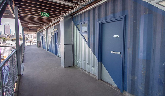 Khó tin tòa chung cư 6 tầng làm hoàn toàn từ container - 4