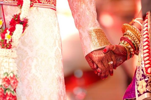 Đám cưới kịch tính: Chú rể bỏ trốn, cô dâu kết hôn cùng khách mời - 2