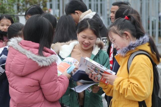 Hơn 4.000 học sinh xứ Nghệ đội rét nghe tư vấn tuyển sinh - 5