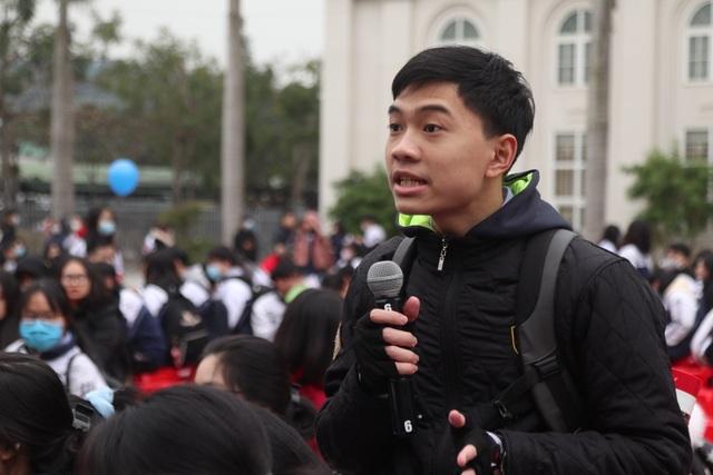 Hơn 4.000 học sinh xứ Nghệ đội rét nghe tư vấn tuyển sinh - 3