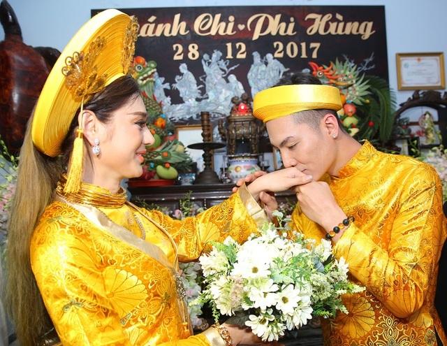 Mỹ nhân Việt đeo vàng trĩu cổ trong lễ Vu quy - 13
