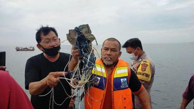 Máy bay Indonesia chở 62 người rơi xuống biển sau 4 phút cất cánh - 3