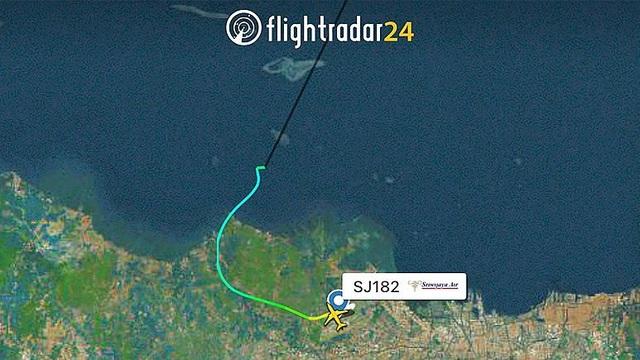 Máy bay Indonesia chở 62 người rơi xuống biển sau 4 phút cất cánh - 1