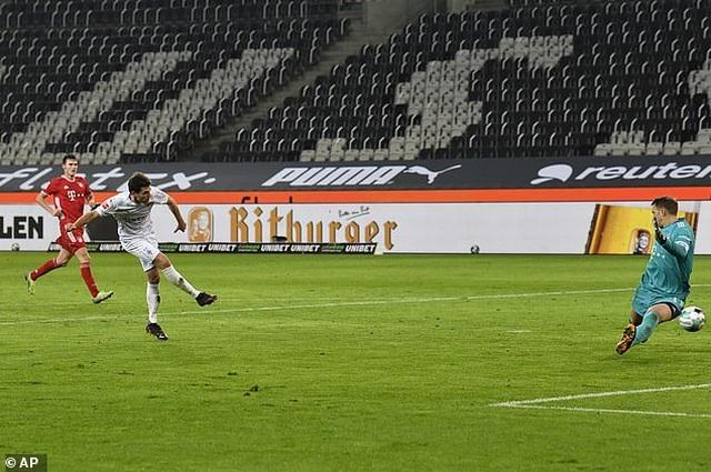 Bayern Munich thua sốc trên sân Monchengladbach - 3